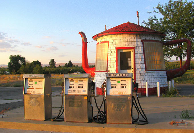 Tea-Pot-Gas-Station-Zillah-1
