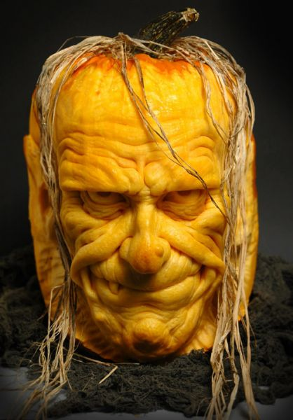 Mind blowing pumpkin carvings by ray villafane for Awesome pumpkin drawings