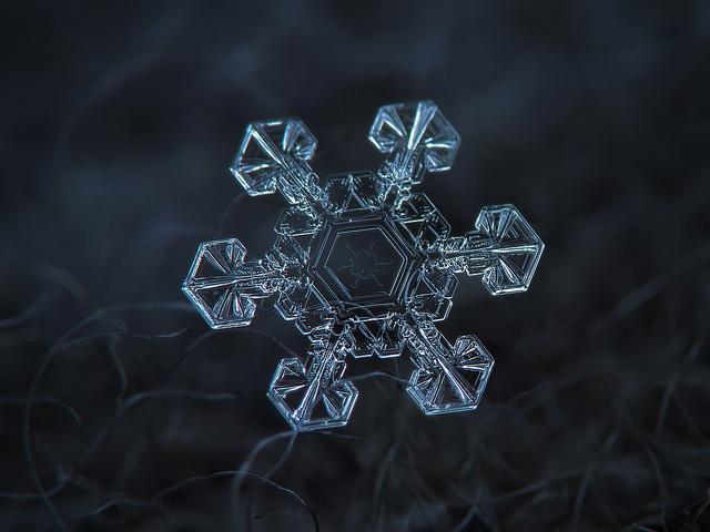 macro-snowflakes-11