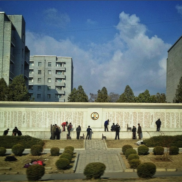 Roadside monument to Kim Il Sung. Photo credits: David Guttenfelder