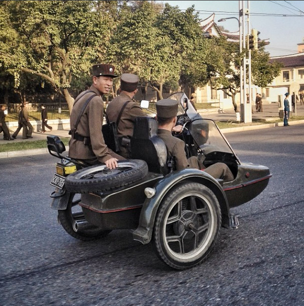 Soldiers on a sidecar. Photo credits: David Guttenfelder