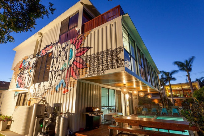 house-made-of-containers-2