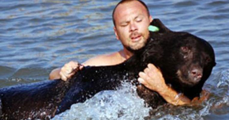 man-saves-bear