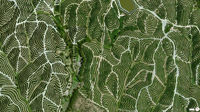 32-satellite-photos-32