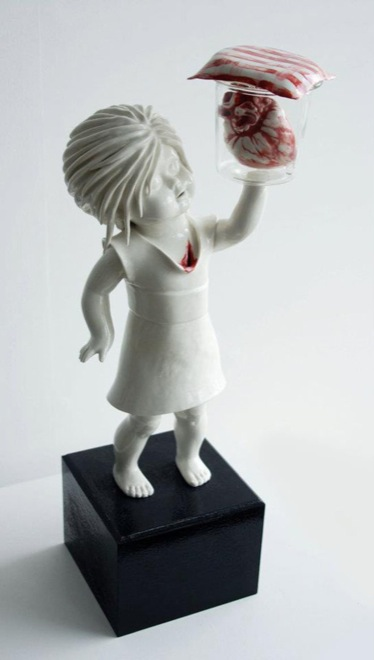 amazingly-creepy-porcelain-figurines-by-maria-rubinke-10