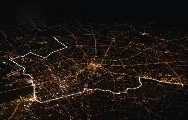 berlin-wall-glowing-balloons-3