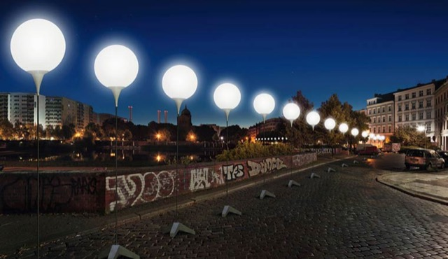 berlin-wall-glowing-balloons-6