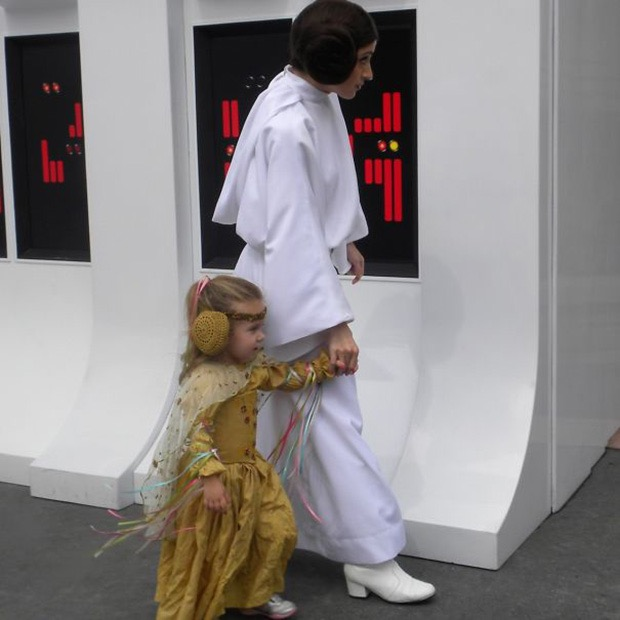 mom-creates-disney-costumes-for-daughter-10
