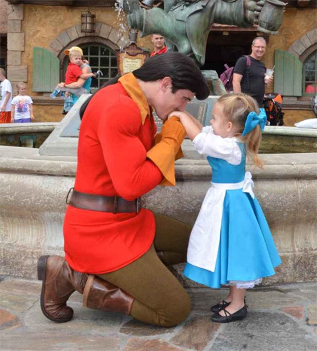 mom-creates-disney-costumes-for-daughter-14