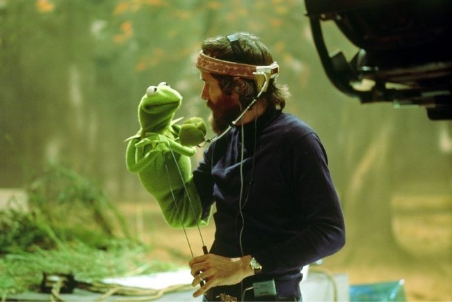 40 Photos Of Actors Surprised Behind The Scenes That Will Change What You Thought About Their Movies
