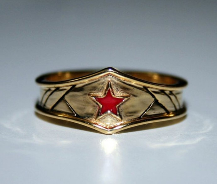 wonder woman wedding ring 27 of the geekiest engagement rings no geeky can 1477