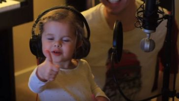 Dad Asks His 3-Year-Old Daughter To Sing. What She Does Next Is Going Viral!