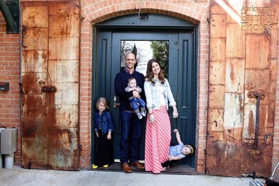 24 Hilariously Awkward Family Photo That Will Make You Cringe. #9 Makes No Sense At All!