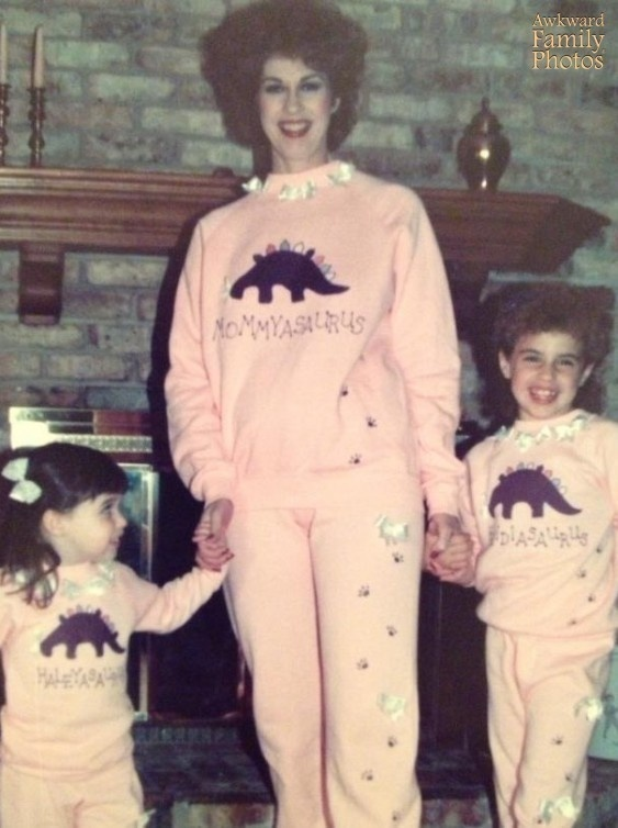 24 Hilariously Awkward Family Photo That Will Make You Cringe. #9 Makes No Sense At All!