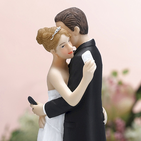 Funny Wedding Cake Toppers That Prove Hilarious Is The New Classic - 16 hilariously creative wedding cake toppers