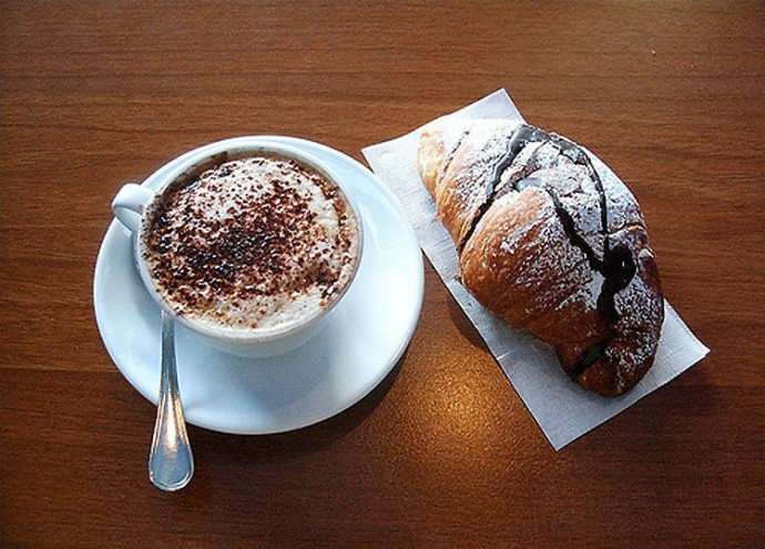 Italy: Cappuccino, Croissant