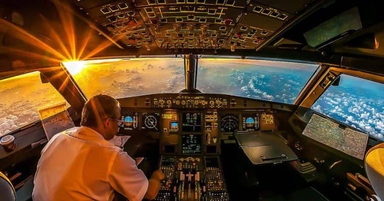 20-cockpit-photos-taken-airline-captain-will-completely-blow-mind