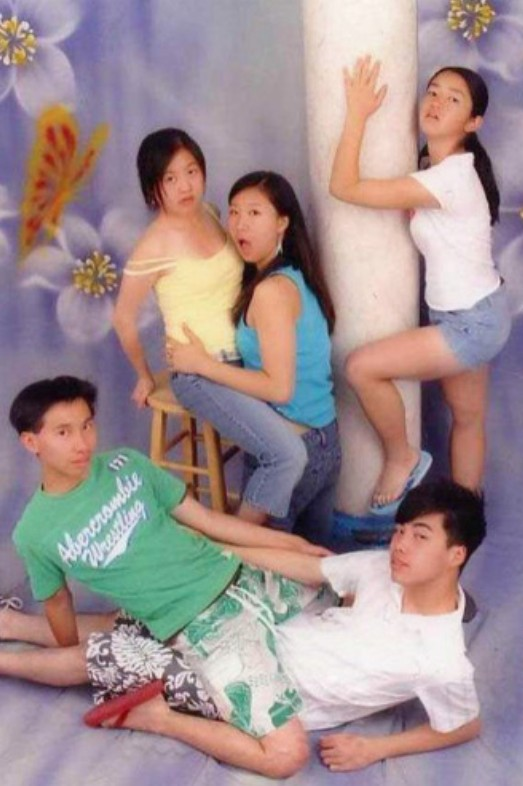 24 Hilarious Low Budget Photoshoot Fails That Will Make You Cringe