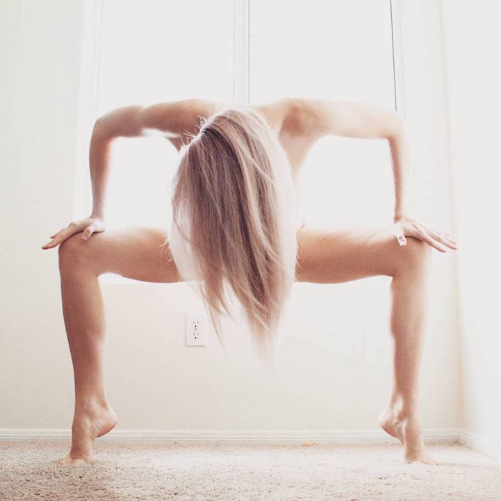 Amazing yogi contorts into incredible poses to inspire self-acceptance