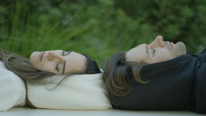 Inflatable hoodie lets you nap everywhere