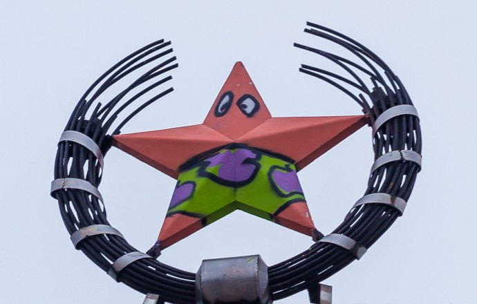Pranksters Vandalized A Soviet Star In Russia And Turned It Into Patrick From Spongebob