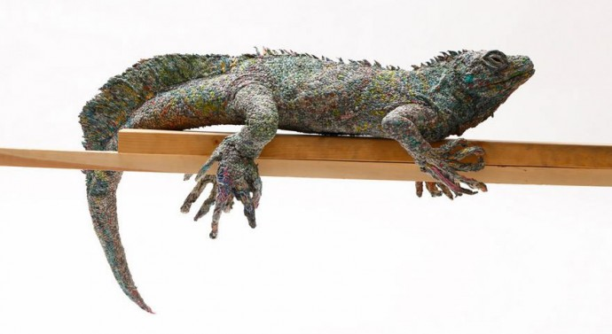 Japanese Artist Tightly Rolls Newspapers To Craft Incredibly - Japanese artist tightly rolls newspapers to craft incredibly accurate animal sculptures