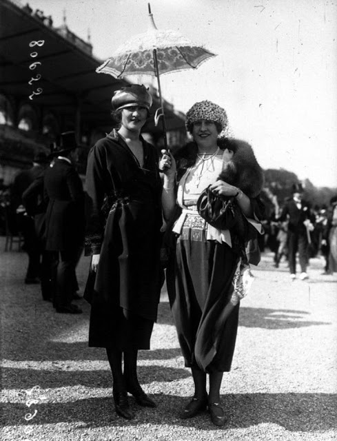 Photos Showing The Amazing Womens Street Style From The S - 15 photos showing the amazing womens street style from the 1920s