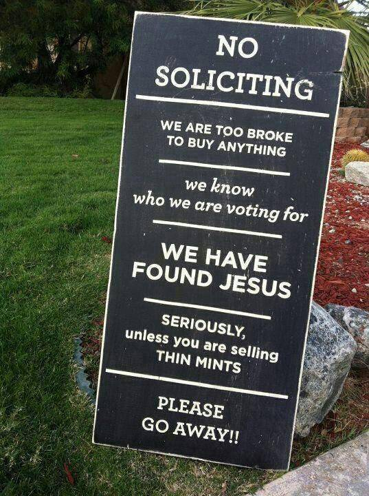24 Of The Most Hilarious Yard Signs Ever Written